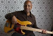 Le virtuose de la basse Andrew Ford adopte le Relay G50 pour sa sonorité chaude et riche