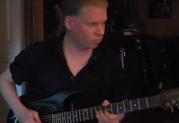 Jeff Loomis nimmt Sitar-Sounds mit der JTV-89 auf