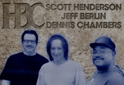 Scott Henderson utilise la Variax pour enregistrer avec un super groupe de jazz fusion